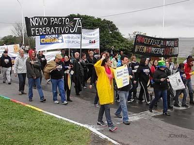 Agora Chega: Marcha Democrática contra a impunidade e a corrupção reúne centenas de participantes