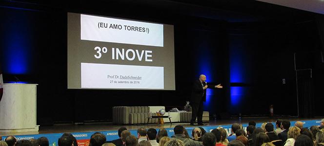 Palestrante Dado Schneider aborda diferenças de gerações no CIDEAD em Torres