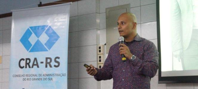 Canadense Sathish Bala fala sobre inovação em evento do CRA-RS em Canoas